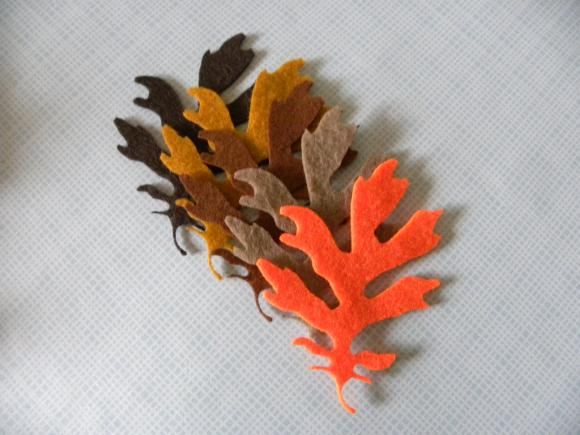 L109 -- 5 Oak leaves on felt 3.5 inch